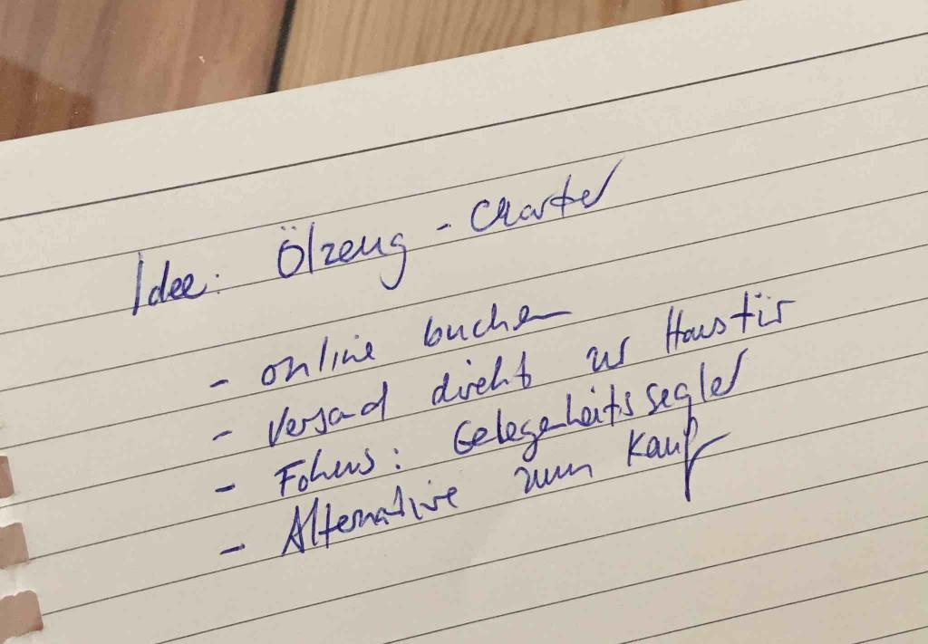 Papier mit Notiz zu Idee