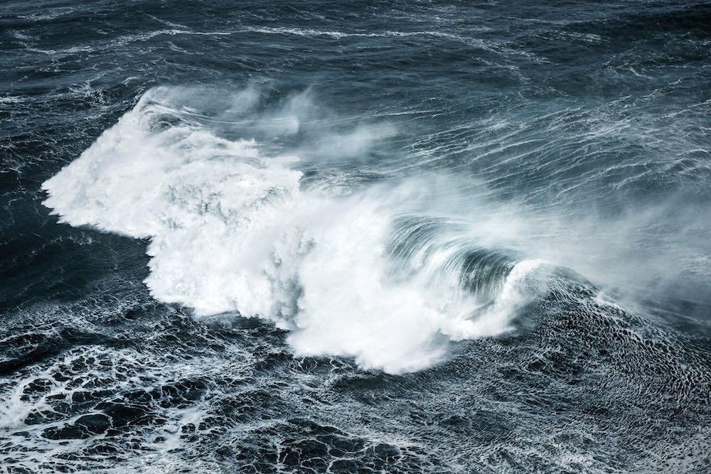 Wellen und viel Wind: Seekrankheit entsteht