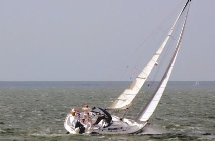 Segler in Segelbekleidung auf IJsselmeer
